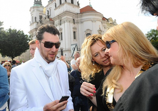 Lenku teď Iveta Bartošová považuje za svoji kamarádku.