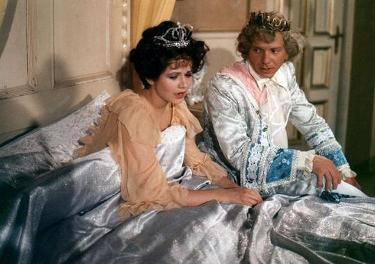 Herečka je známá z mnoha pohádek, zde fotka z pohádky Ať přiletí čáp, královno!