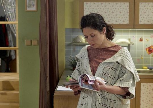 Martha Issová v sitcomu Helena.