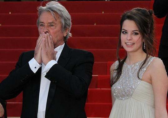 Alain Delon s dcerou v roce 2010 na festivalu v Cannes.