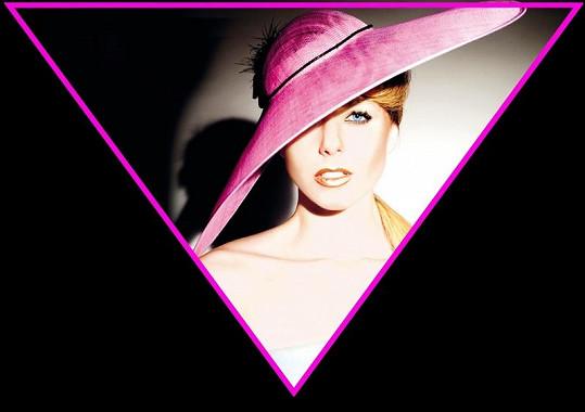 Inspirací pro kolekci klobouků byly dvě módní přehlídky, a to značky Prada a Louis Vuitton
