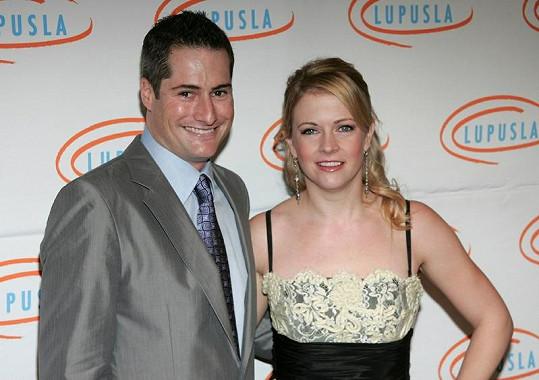 Melissa Joan Hart a její manžel Mark Wilkerson.