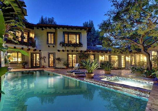 Tuto honosnou vilu koupil Johnny Depp Vanesse a dětem.