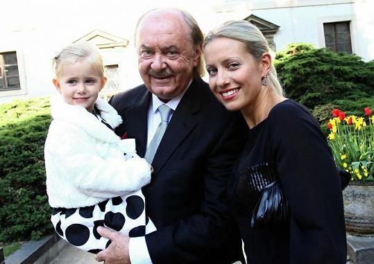 František Janeček s dcerou Emily a partnerkou Terezou