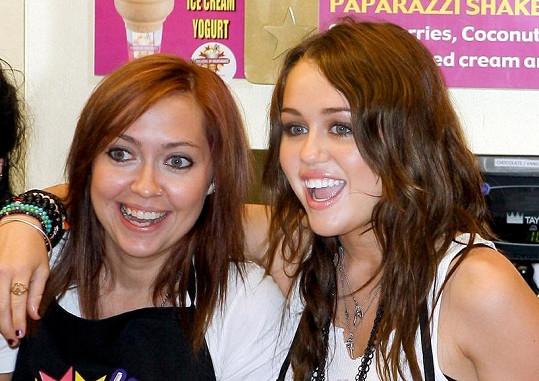 Miley Cyrus a její sestra Brandi.