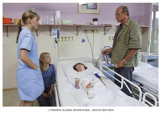 Šárka si střihla malou roličku zdravotní sestry.