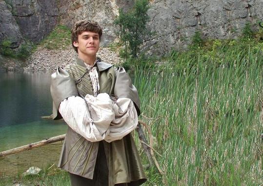 Vojta Dyk v roli prince Vladimíra.