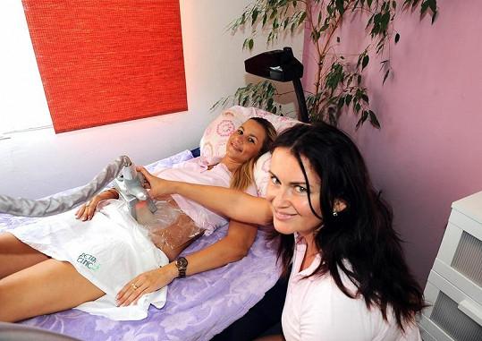 Moniku ošetřovala kamarádka Petra Řehořková.