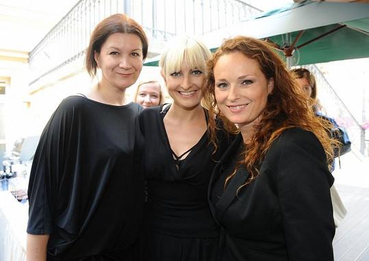 Černé můry - Tatiana Kovaříková,Bára Nesvadbová a Markéta Hrubešová.