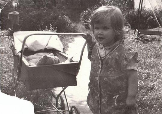 Z této holčičky vyrostla známá herečka.