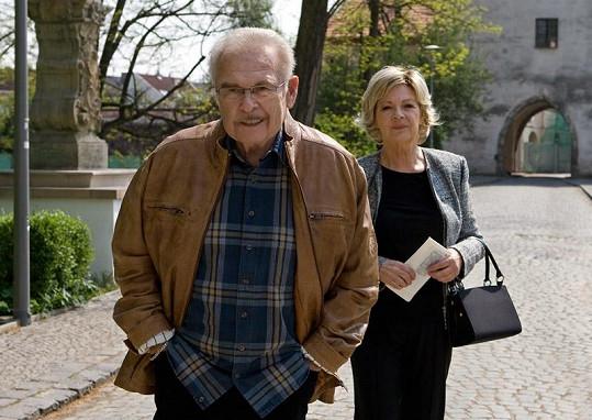 Jana Hlaváčová se svým mužem Luďkem Munzarem v povídce Podvodnice.