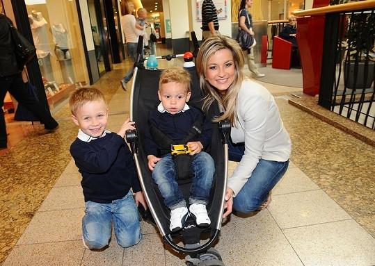 Monika Marešová se syny Jakubem a Matějem.