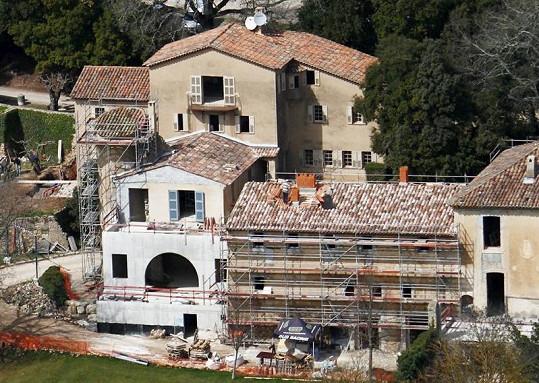 Hrad Miraval, který si v Provence koupili Brad Pitt a Angelina Jolie.