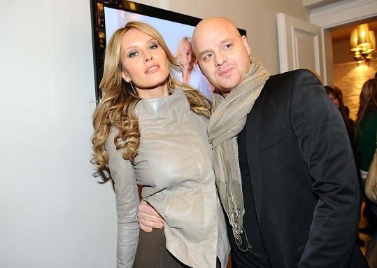 Simona Krainová s manželem Karlem Vágnerem na párty nové kliniky.