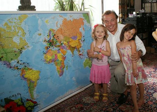 Karel Gott s dcerami.