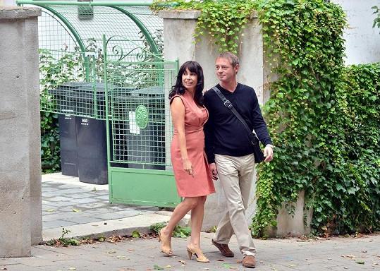 Nela Boudová a Jiří Dvořák jako manželé ve filmu podle Simony Monyové Roznese tě na kopytech.