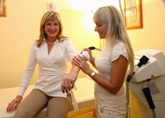 Štěpánka Duchková s majitelkou salonu Renatou Hawaz.