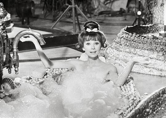 Pětatřicetiletá Audrey Hepburn zřejmě ve své nejodvážnější scéně.