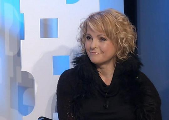 Veselá a hravá Iveta Bartošová. Zase spadla do spárů alkoholu?
