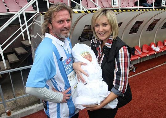 Pepa Vojtek s Jovankou vzali syna na fotbalové utkání.
