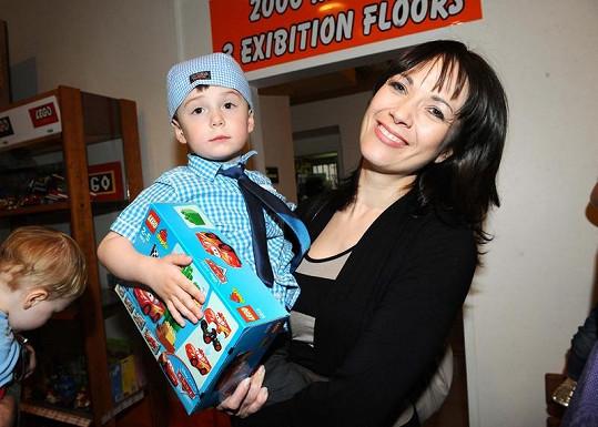 Tereza Kostková se synem Antonínem.