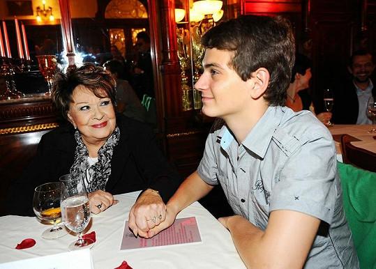Jiřina Bohdalová s vnukem Vojtou.