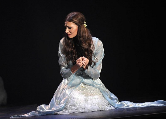Eliška jako zoufalá Ofélie.