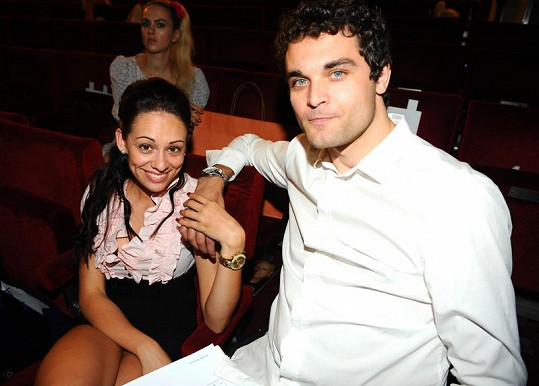 Ochrnutý Muž roku Martin Zach s přítelkyní Nikolou Hrubou.