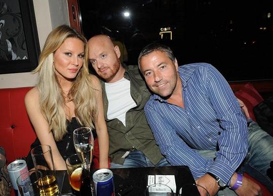 Simona Krainová s osobním lékařem Pavlem Bočkem a s manželem Karlem Vágnerem.