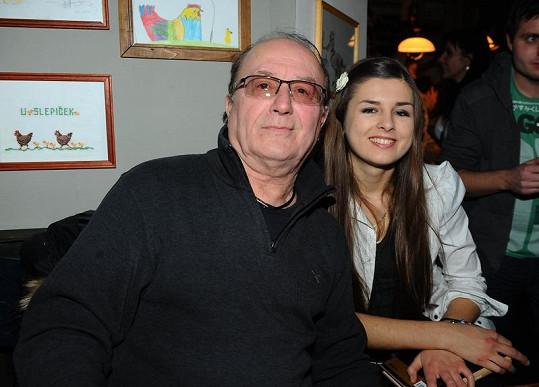 Eliška Jandová s tátou.