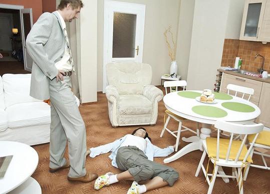Daniela se představí v roli ženy, na níž se její muž dopouští domácího násilí.