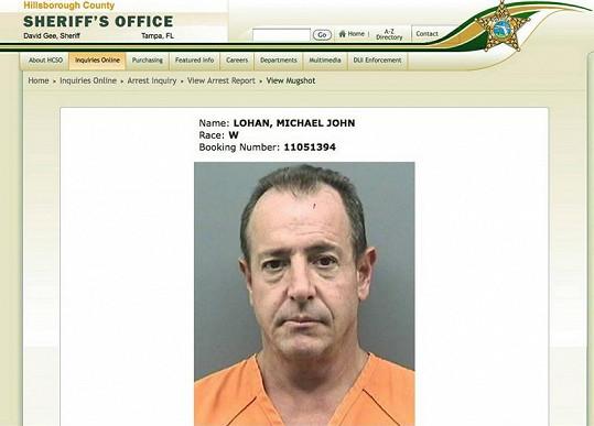 Otec Lindsay Lohan Michael na stránkách úřadu šerifa.