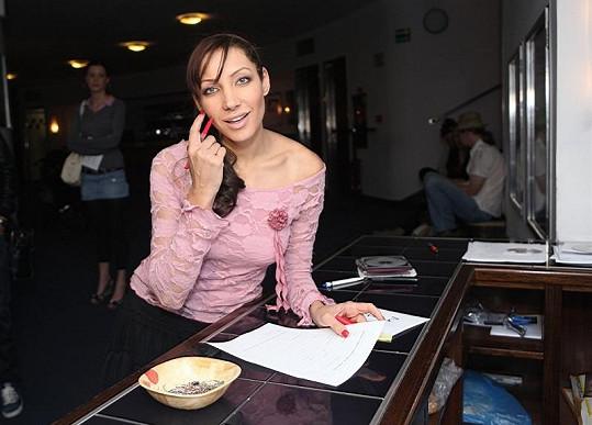 Olga Lounová se nastrojila.