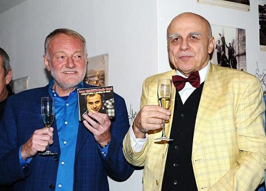 Ivan Mládek (na snímku s Luďkem Sobotou) oslavil sedmdesátiny i křtem speciální desky.