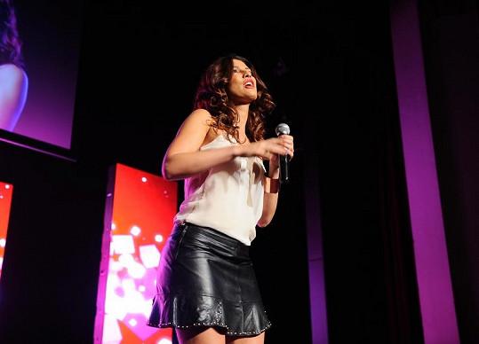 Victoria během svého vystoupení na finále Muže roku.