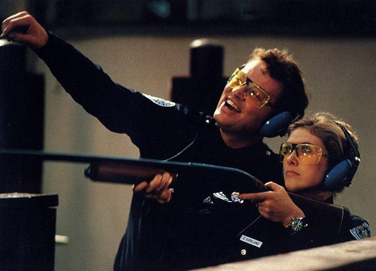 Colleen Camp a David Graf v Policejní akademii 2 (1985)
