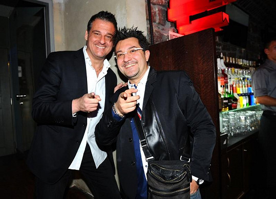 Kalashové popřáli i zpěváci Andrea Andrei a Davide Mattioli.