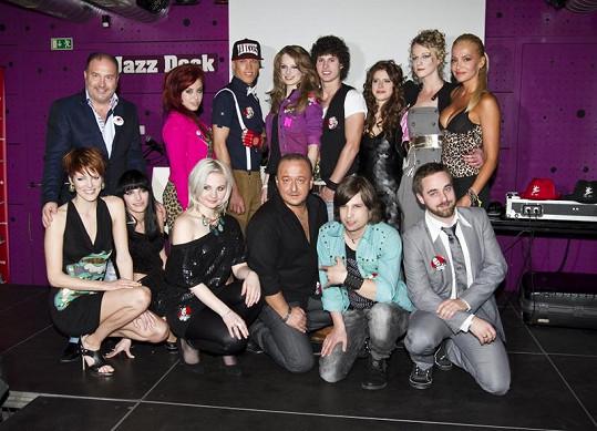 Na večírku bylo představeno všech čtyřiadvacet soutěžících Hlasu ČeskoSlovenska. Toto jsou týmy Dary Rolins a Michala Davida.