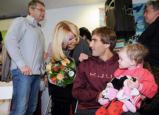 Přišel i za nemocnými dětmi do motolské nemocnice.