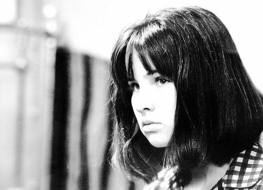 Zuzana Ondrouchová ve filmu Vrah skrývá tvář, kde hrála dívku, kterou sexuálně zneužívá její otec.