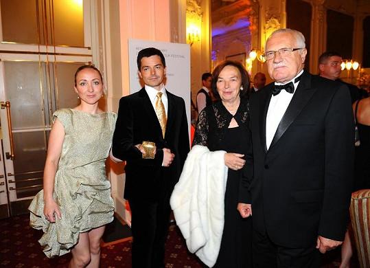 Václav Klaus s rodinou na párty v hotelu Pupp.