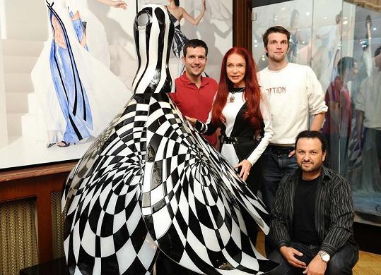511112674ae0 Podívejte na tu nádheru. Návrhářka šatů arabských princezen Matragi ...