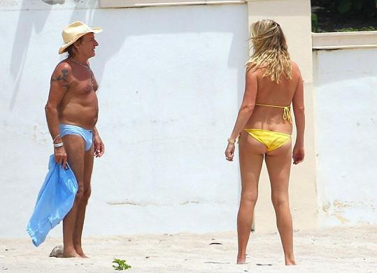 Rod Stewart s manželkou Penny Lancaster na dovolené v Miami.