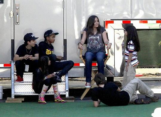 Dcera Michaela Jacksona na režisérské židli.