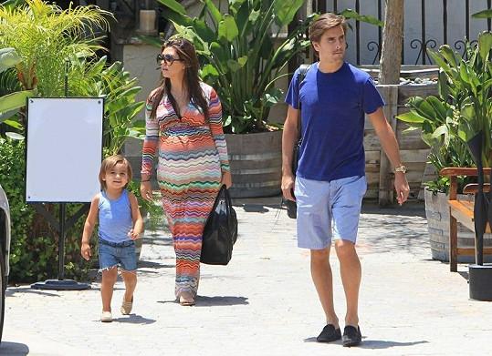 Mason, Kourtney a její snoubenec Scott Disick v Malibu.