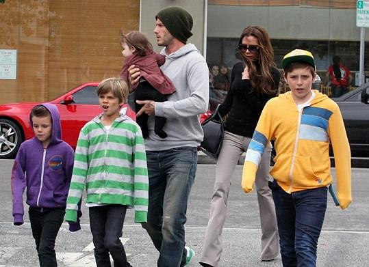 Celá rodinka Beckhamových si vyrazila do města.