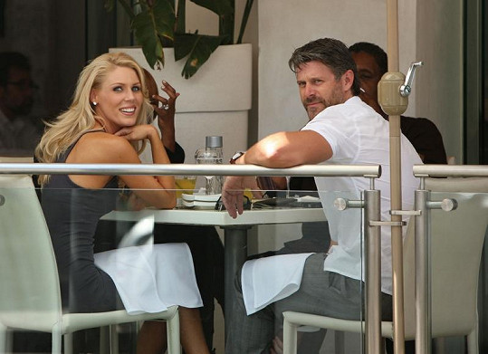 Gretchen byla hvězdou čtvrté řady reality show Sladký život v Orange County, Slade účinkoval v první.