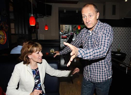 Josef Carda na párty s Michaelou Dolinovou.