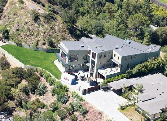 Do této luxusní rezidence podle Rihanny zatéká.