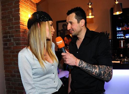 I DJ Uwa si zkoušel roli moderátora. Zpovídal režisérku Benešovou.